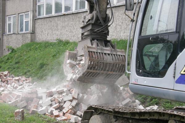 Tęsiamas klaipėdietiškos Berlyno sienos griovimas