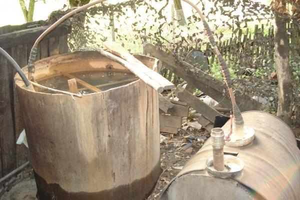 Šilutės r. demaskuotas naminės degtinės fabriklėlis