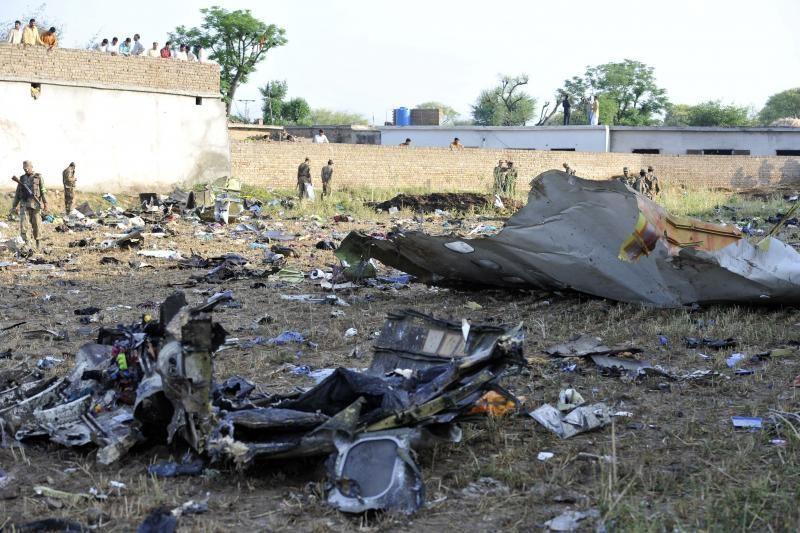 Pakistanas po aviakatastrofos ėmėsi veiksmų prieš oro bendrovę