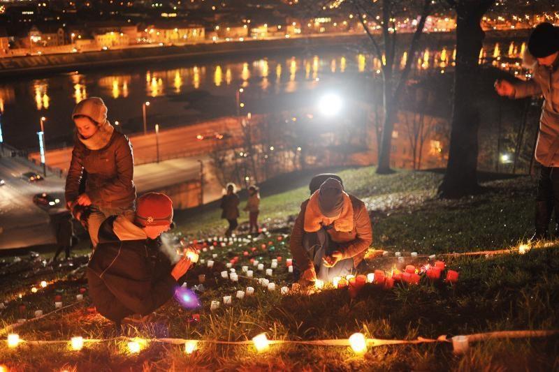 Vaikai miestui padovanojo šviesos paveikslą