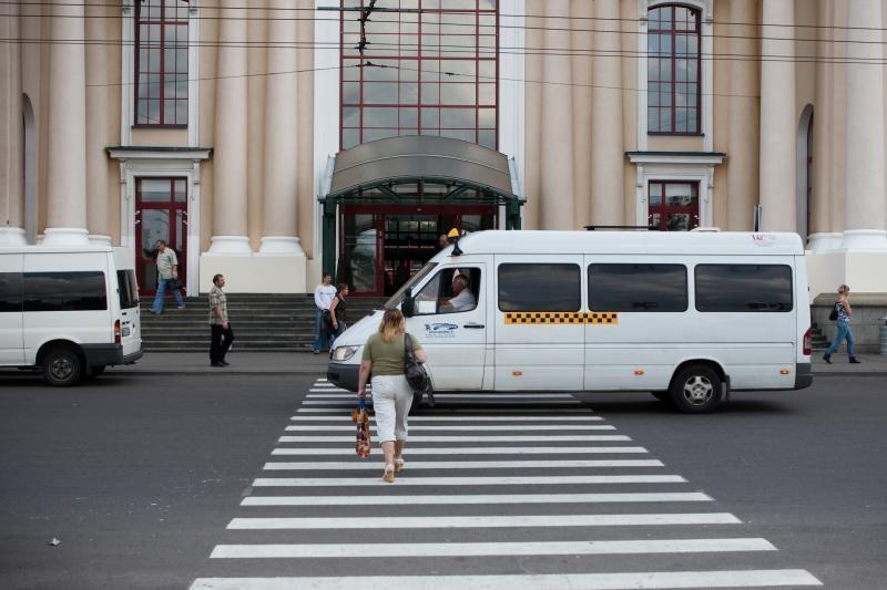 """""""Mikriukų"""" įmonės atleidžia dešimtis vairuotojų, išparduos autobusus"""