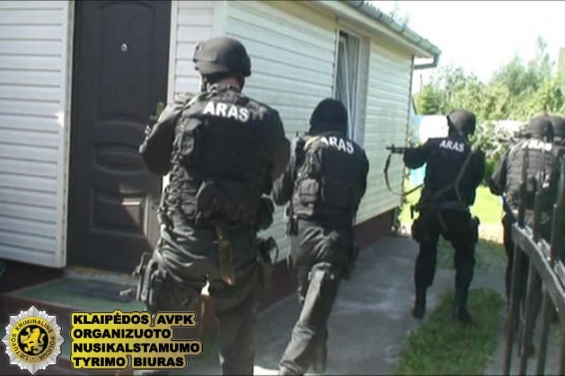 Suimtasis narkotikų slaptavietę buvo įsirengęs daugiabučio laiptinėje