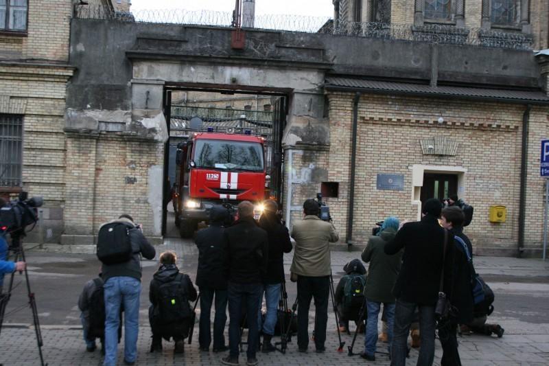 Per gaisrą kaliniai dangstė ventiliacijos angas, daužė langus