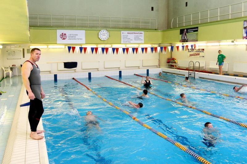 Kauno rajono aštuntokams – ugniagesių gelbėtojų pamokos baseine