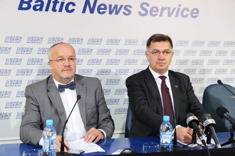 Premjeras ir krašto apsaugos ministras pagerbė E. Markšaičio atminimą