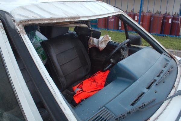 Apvirtęs automobilis vos neįlėkė į šalikelėje sustatytus dujų balionus