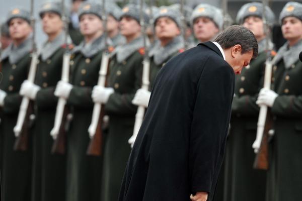 V.Janukovyčius prisaikdintas prezidentu, J.Tymošenko nesitraukia