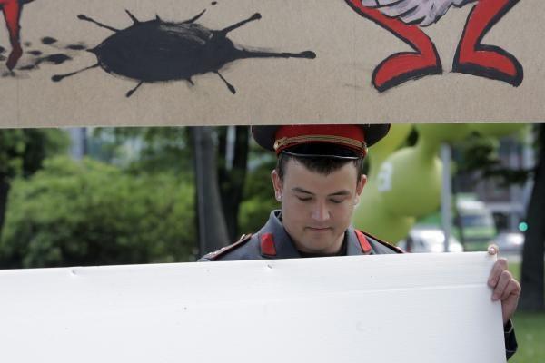 A.Paleckio pikete - rusiškų dujų kvapas