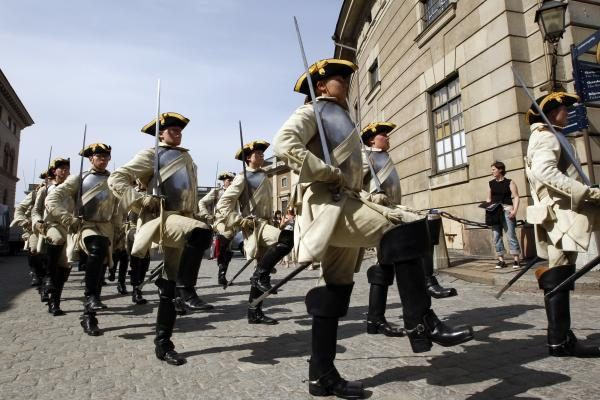 Stokholmas švenčia karališkosios poros jungtuves