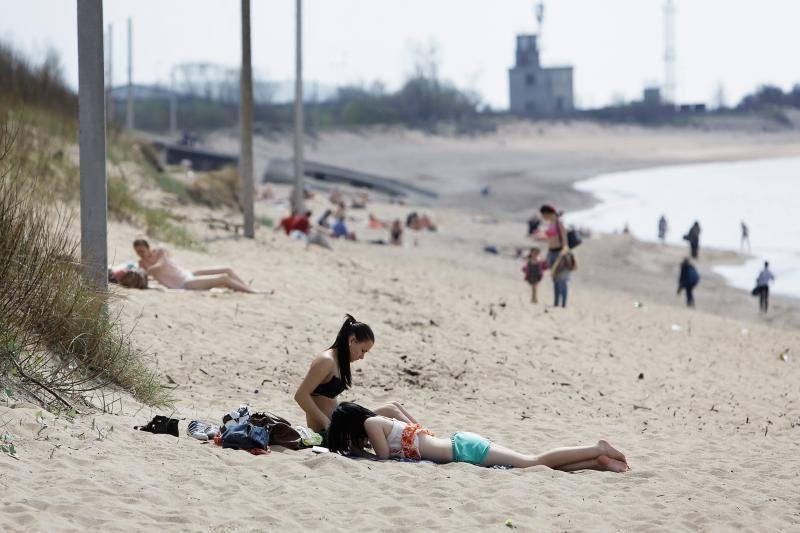 Saulė klaipėdiečius išviliojo į paplūdimius