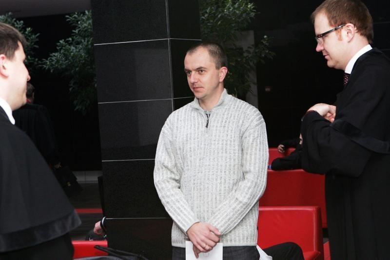 Verslininkų bėdas dėl britų šarvuočio narplioja teismas