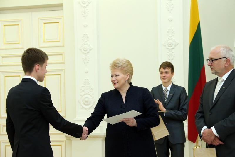 Tarp Prezidentės apdovanotų moksleivių - ir klaipėdiečiai