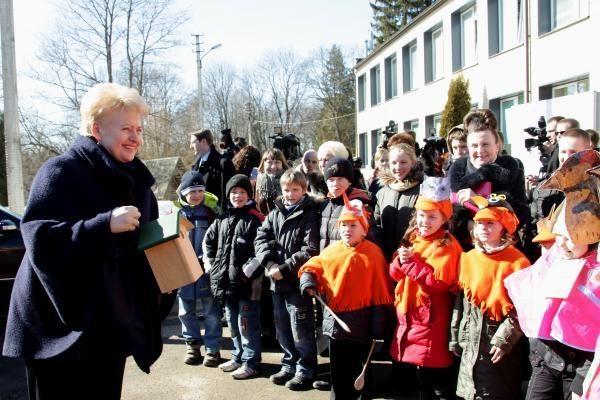 Prezidentė ir Seimo pirmininkė išlieka populiariausios visuomenės veikėjos