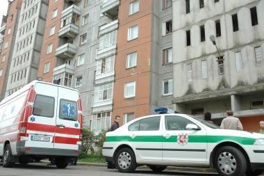 Klaipėdoje užsimušė nuo stogo nukritusi mokinė