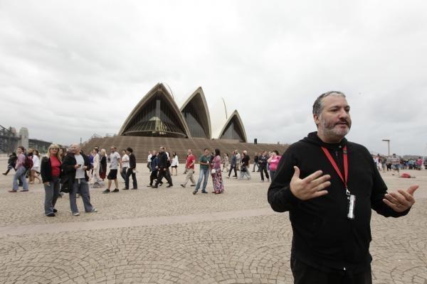 Nuogaliai nugulė Sidnėjaus Operos laiptus