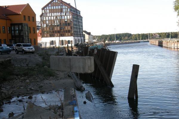 Tvirtinama įgriuvusi Danės krantinė