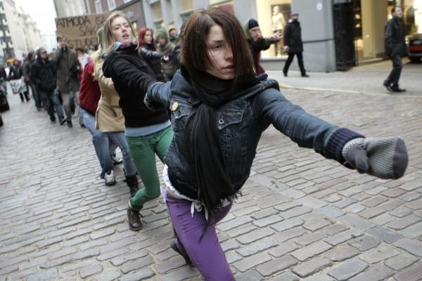 Prie Latvijos Seimo tęsiasi protestai - mitinguoja profesinės sąjungos