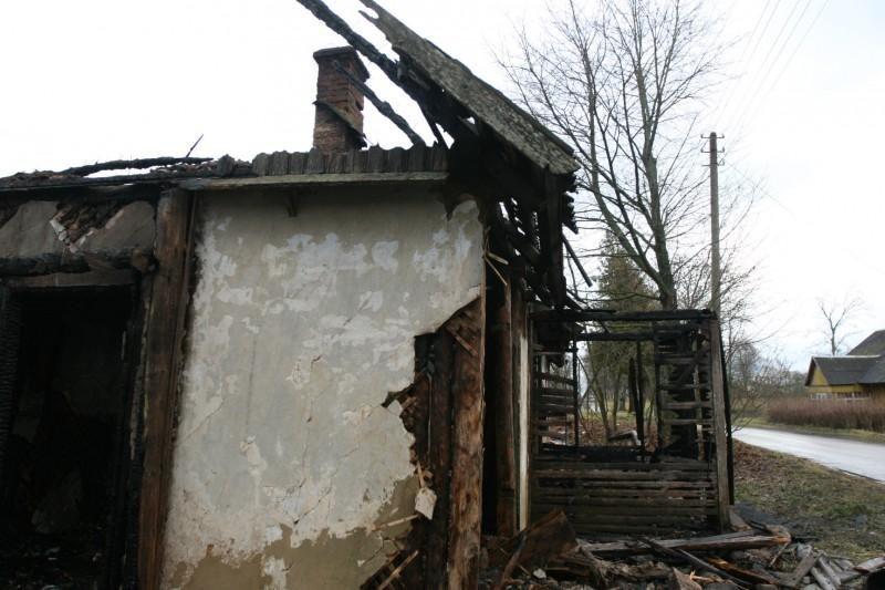 Molėtų rajone per gaisrą žuvo trys žmonės