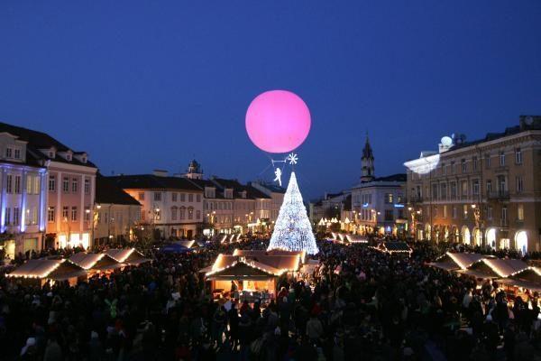Vilniuje suspindo Kalėdų eglės