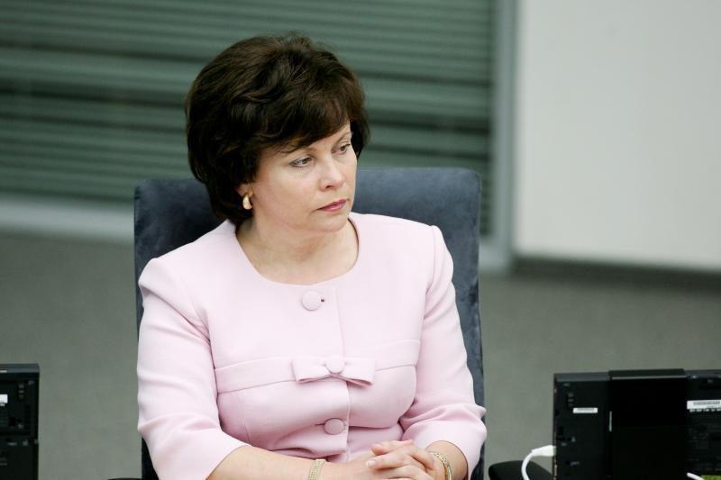 R.Juknevičienė: Lietuva remia estų norą turėti karinį oro uostą