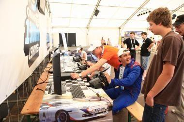 1000 km lenktynės: žmonės renkasi lenktynių klube