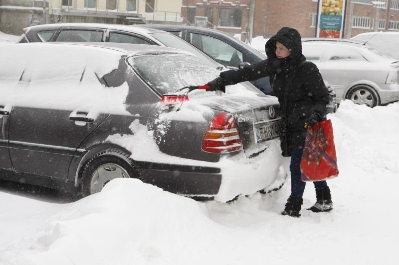 Prognozuota pūga Vilniaus nepasiekė, važiavimo sąlygos - patenkinamos