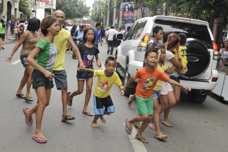 Filipinuose per 6,8 balo žemės drebėjimą žuvo 13 žmonių