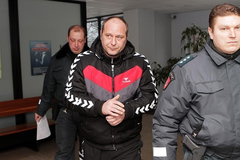 Dėl sukčiavimo sulaikyti policijos pareigūnai savo kaltę neigia