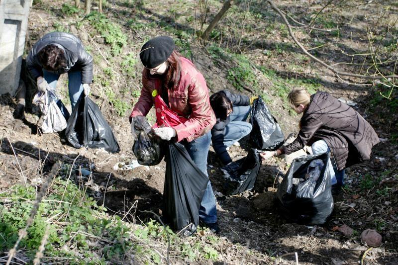 Gyventojai kviečiami tvarkyti aplinką ir nustoti šiukšlinti