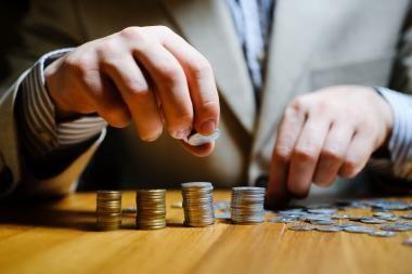 Kai kurių valstybės įmonių vadovų atlyginimai - pakilo