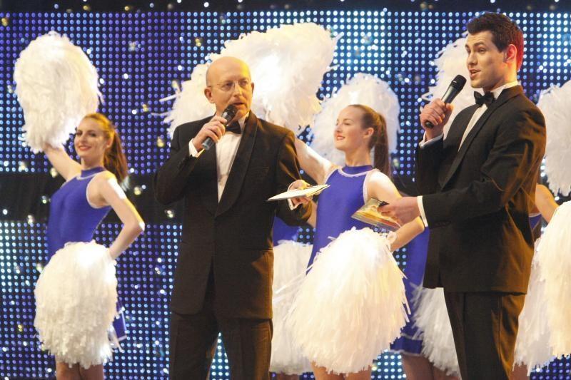 """""""Auksinių svogūnų"""" scenoje dainas traukė A.Nedzinskas, V.Uspaskichas"""