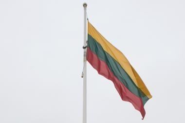 Trispalvė vasario 16 dieną suplazdės ties Horno ragu
