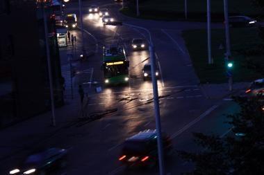 Ryškios šviesos pavojai vairuotojams
