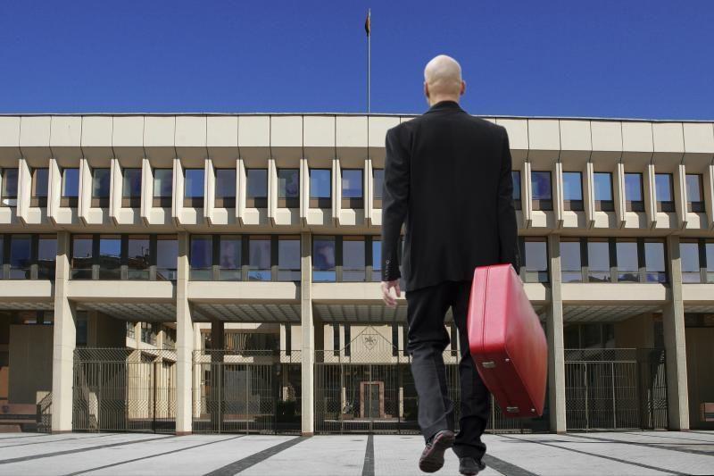 Siūloma mažinti parlamentarų išeitines išmokas