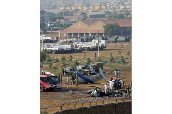 Pakistane sudužus lėktuvui žuvo 22 žmonės