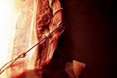 Uostamiestyje - skulptūros iš mėsos