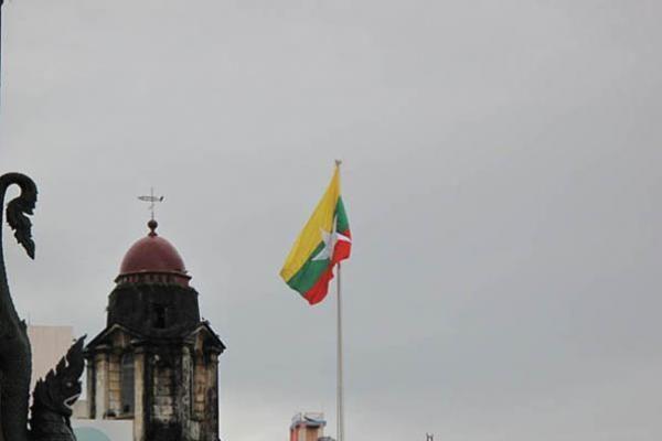 Mianmare vykstančius rinkimus temdo nuogąstavimai dėl sukčiavimo