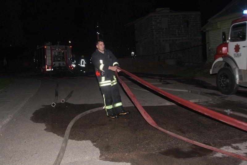 Šeštadienį Vilniuje degė negyvenamas namas