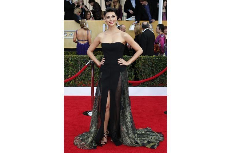 Išganingasis tiulis mažą juodą A.Hathaway suknelę pavertė pažiba