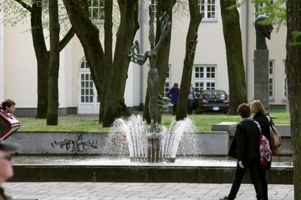 Dėmesio: skiriu pasimatymą prie veikiančio fontano