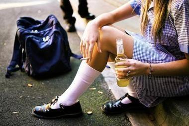 Alkoholis per moksleivių šventę galės lietis laisvai