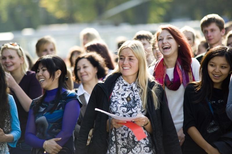 """Moksleivių rekordas: daugiau nei 30-čia kalbų ištartas žodis """"laisvė"""""""