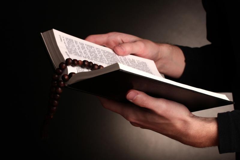 Klaipėdos policininkams dovanojo Šventąjį Raštą