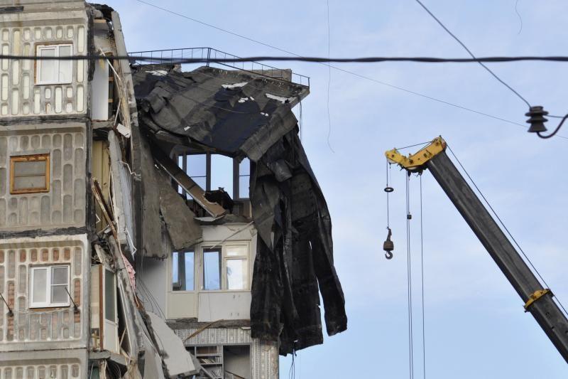 Rusijoje dėl sprogimo sugriuvus daugiaaukščiui, žuvo keturi žmonės