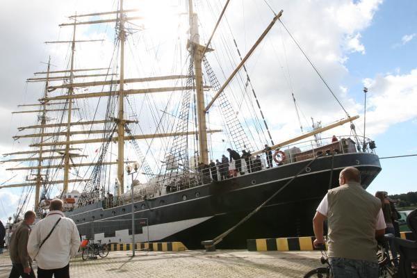 Į Klaipėdą atplaukė vienas didžiųjų pasaulio burlaivių