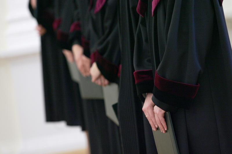 Apklausa: smuko visuomenės pasitikėjimas prokuratūra ir teismais