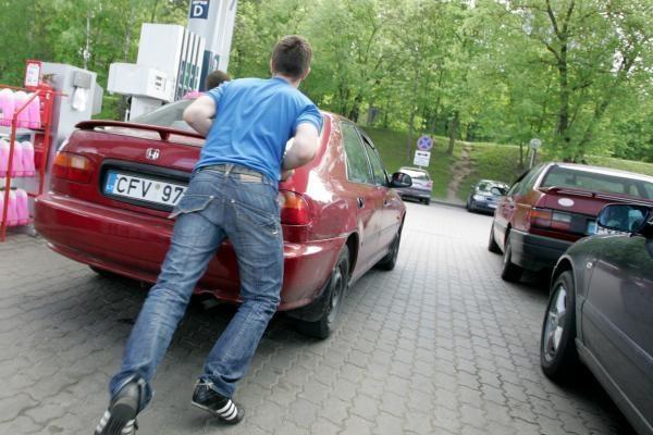 Automobilininkai pyktį vėl išliejo ant