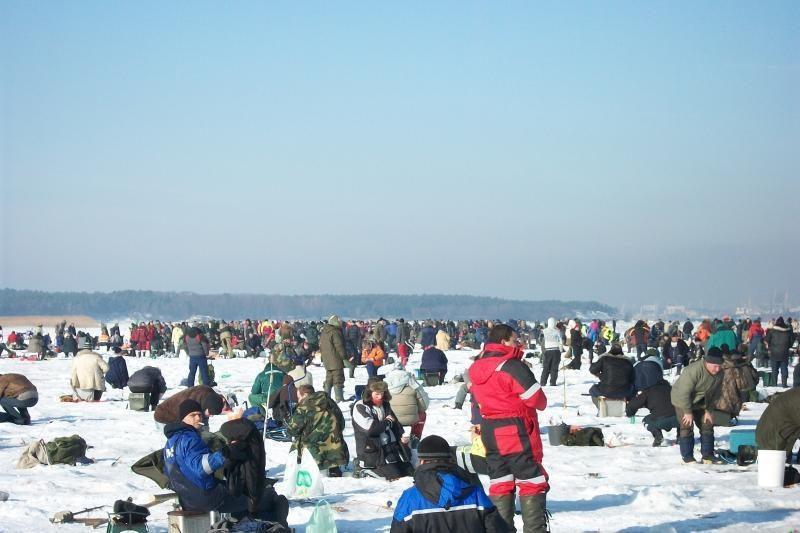 Vėl teko gelbėti ant ledo lyties įstrigusius žvejus (dar papildyta)
