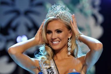 """""""Mis JAV"""" karūna atiteko gražuolei iš Šiaurės Karolinos"""