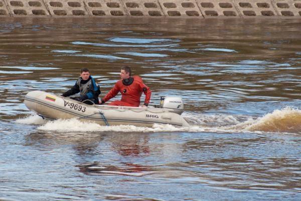 Nuo Baltojo tilto Vilniuje nušoko vyras (papildyta)